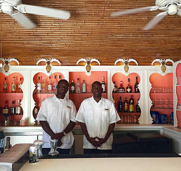 Lyford-Cay-bar