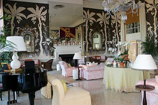 Lyford-Cay-living-room-1