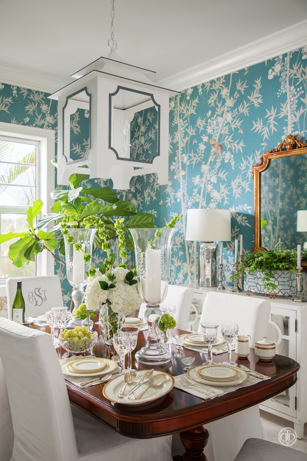 Elegant Chinoiserie Dining Room-03